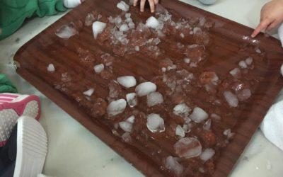 Protegido: Jugar con hielos en clase de Irene